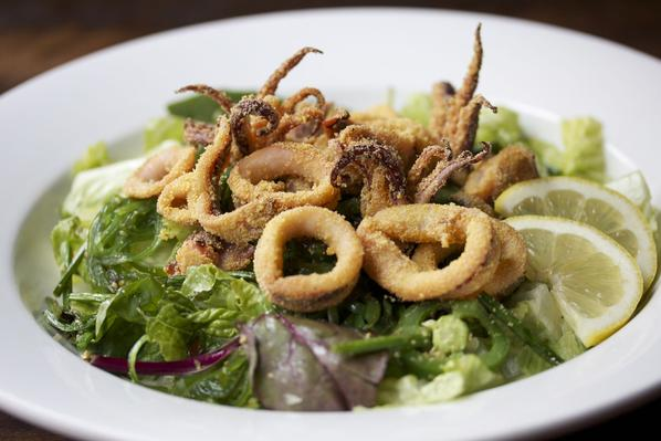 Fried Calamari & Seaweed Salad
